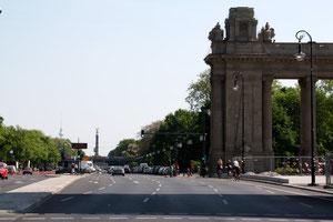 Strasse des 17. Juni mit Blick auf Siegessäule. Foto: Helga Karl