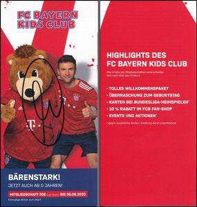 Berni, KidsClub 2019, signiert Müller im April 2019
