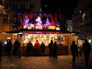Beignet, Chouchou et vin chaud sur le parvis de la Cathédrale  - Noël 2011 - Rouen - Seine Maritime - Haute Normandie - France