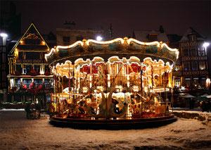 Manège (carrousel) place du vieux marché - Noël 2010 - Rouen - Seine Maritime - Haute Normandie - France
