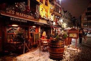 Restaurants illuminés place du vieux marché - Noël 2010 - Rouen - Seine Maritime - Haute Normandie - France