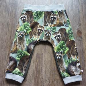 Voor: Wasberen, broekje van tricotstof (alleen nog in maat 80 leverbaar)