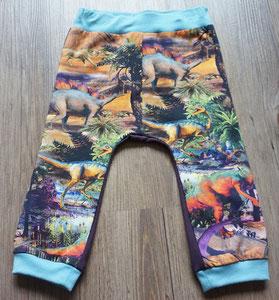 Voor: Dino's, broekje van tricotstof (alleen nog in maat 80 leverbaar)