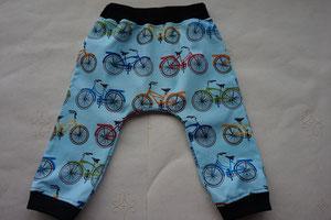 Voor: Katoenen broekje met fietsen.
