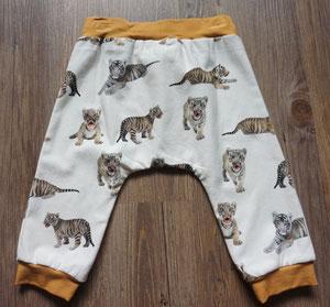 Achter: Tijgers, broekje van tricotstof