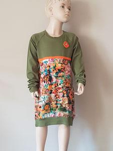 Voor: jurkje van tricot. Artikelcode 134/140-02. Prijs 34,95 excl verzendkosten