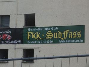 """Sudfass - Inbegriff der """"Sünde"""". Es wird jetzt abgerissen, um an dieser exponierten Stelle einer Wohnhausbebauung zu weichen."""