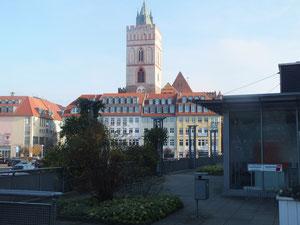 Vom Oderturm mit Blick auf die Kirche am Oberkirchenplatz (Museum für Junge Kunst)