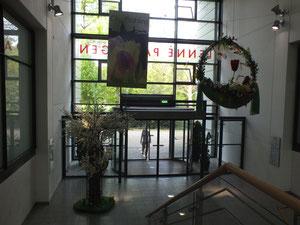 Eingang zum Lenneézentrim, vom Park