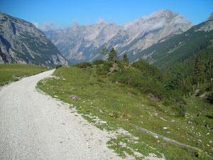 Wirtschaftsweg zum Karwendelhaus