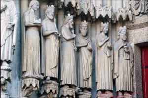 Kathedrale von Amiens, Marienportal Gewändefiguren tagsüber
