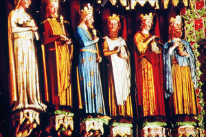 Kathedrale von Amiens, Marienportal Gewändefiguren farbrekonstruiert