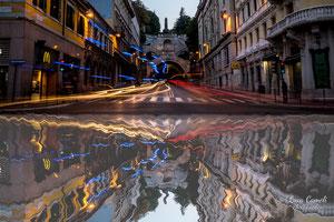 """""""Riflessi della frenesia quotidiana""""  Piazza Goldoni, Scala Dei Giganti - Trieste. """"Premio Canaletto"""" indetto dall'Associazione Spoleto Arte di Bassano del Grappa, contest """"La Biennale di Venezia d'Arte"""" 2019"""