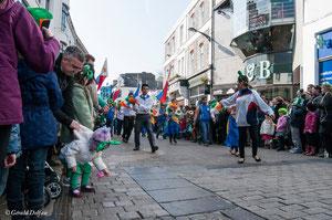 Galway, parade de la St-Patrick, amitié étrangère