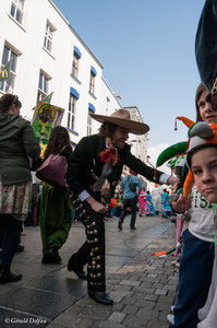 Irlande, Comté du Connemara, Galway, parade de la St-Patrick, marriachi