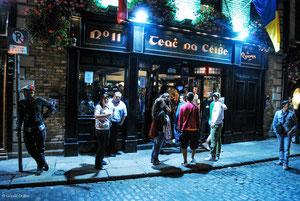 Pub le soir dans Temple Bar à Dublin