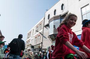 Galway, parade de la St-Patrick, école du cirque
