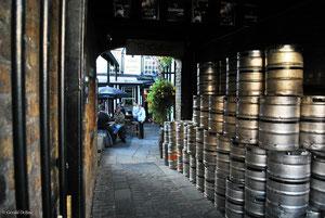 Entrée du plus vieux pub de Dublin, Irlande