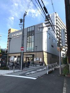 ③  Turn left at the corner of Hankyu OASIS store and head south along Amidaike-suji