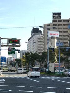 ④  国道2号線(曽根崎通)、福島西通交差点をそのまま南下⇒③へ続く