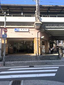 ①JR環状線福島駅より高架沿いに西(野田駅方面)へ進む