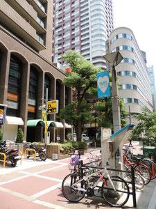 ビル前面の駐車スペース