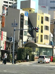 ①  阪神福島駅(浄正橋交差点)から2号線(曽根崎通)を西(野田方面)へ進み福島西通へ⇒③へ続く