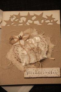 """weihnachtskarte """"stärnlizauber"""", hellbraun, format ca. 15 x 21 cm, mit säckli mit gestanzten sternli, innenblatt und passendem couvert, fr. 11.50"""