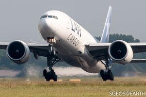 LAN cargo Boeing 777F - Polderbaan 36L-18R [ISO 200 278mm f/5.6 1/1600s]