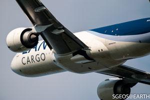 LAN cargo Boeing 777F - Polderbaan 36L-18R [ISO 160 371mm f/5.6 1/1600s]
