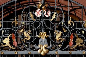 Fenstergitter am Neuen Rathaus
