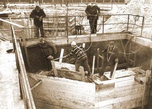 Kanalabsicherung Kläranlage... auch hier war schon die PSA mit Absturzsicherung Standard - März 1964