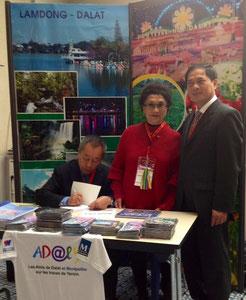 Mr Bui Thanh Son, vice ministre des affaires étrangères du Viet Nam au stand de Dalat LamDong