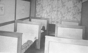 Betten im Schlafsaal der 2. Untergruppe