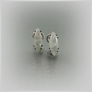 Ohrclipse in Silber mit navetteförmigen Aquamarinen.