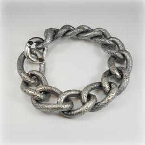 Armband in geschwärztem Silber, mit Größenverlauf. Das Schwerste: ca. 170 Gramm!