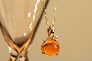 オパールとダイヤモンドのK18ペンダント