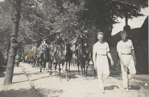 Rechts vorne: Rudolf Horeis, Hochspringer