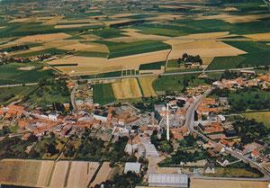 Vue aérienne du village dans les années 80
