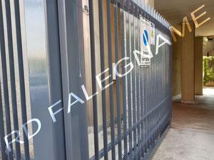 Intervento Condominiale di Verniciatura a Smalto con Antiruggine del Passo Carraio e Cancellata