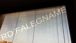 Veneziana in Alluminio con Lamelle da 15mm posta all'interno dell'ufficio