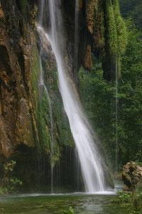 Croatie, le parc naturel de Plitvice, appelé aussi le parc aux 100 cascades, inscrit à l'unesco depuis 79