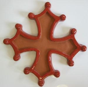 Croix occitane semi évidée diamètre 48 émaillé rouge à l'extérieur