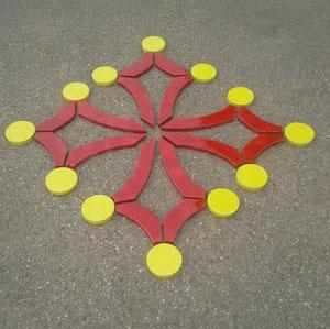 Croix occitane au sol 1.20 /1.30 ml modèle Christian émaillé rouge et jaune