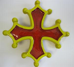 Crox occitane semi évidée diamètre 48 émaillé rouge intérieur et jaune extérieur
