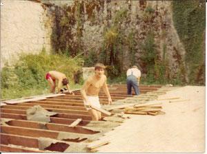 Chanaz août 84: Le démontage de l'ancienne salle de classe se termine