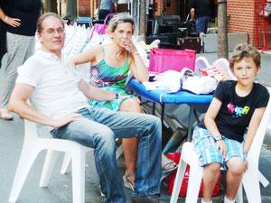 Le chef de projet et sa famille se repose avant le rangement