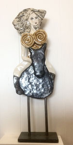 Sculpture femme contemporaine  Pépette point com à cheval N° 73 H53X17CM