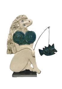 127 Sculpture femme contemporaine A LA PECHE 30.5X27CM disponible