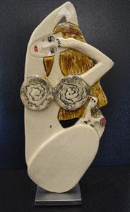 Sculpture femme contemporaine  Pépette point com et sa poule Jacquotte N° 92 H34X15CM